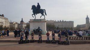 Place Bellecourt und eine Gruppe der Segwayfahrer
